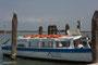ein Ausflugsboot