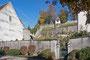 Rosengarten und Lindenhof mit Rebhäuschen