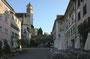 der Hauptplatz mit Aufgang zu Schloss und Kirche