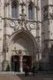 Spätgotische Fassade der Kirche St-Pierre d'Avignon