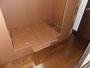 足元と頭部の収納庫のふたを乗せ床の補強板を乗せます