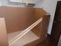 木材の二本を両壁の溝に合わせ下ろします。