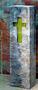Kreuz aus Zweigen im Metallkasten