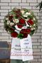 Blütenkugel groß, mit Trauerschleife