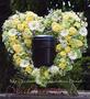 Blütenherz sehr groß, mit Einsatz für Foto oder Urne / SMITHERS-OASIS Company Floral Foam. All rights reserved.
