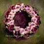 kleiner Blütenkranz zum Gedenken / SMITHERS-OASIS Company Floral Foam. All rights reserved.