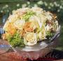 Blütenkugel in Perlmuttschale als Brauttischgesteck