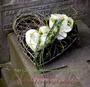 kleines Herz als persönlicher Abschiedsgruß / SMITHERS-OASIS Company Floral Foam. All rights reserved.