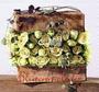 "Gästebuchtisch Deko ""Rosen-Schatztruhe"" / SMITHERS-OASIS Company Floral Foam. All rights reserved."