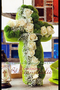 Kreuz komplett gesteckt / SMITHERS-OASIS Company Floral Foam. All rights reserved.