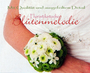 Handschmuck für die Tauzeugin / SMITHERS-OASIS COMPANY Floral Foam. All rights reserved.