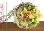 Strauß für den Standesamt, rund mit abfließenden Elementen / SMITHERS-OASIS COMPANY Floral Foam. All rights reserved.