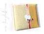 Fotoalbum - gepolsterter Stoffeinband aus Vichy-Karo gelb-weiß und gelben Samt; vertikale Borte aus Spitzen- und Satinband, Karoschleife und Leder-Applikation Herz.