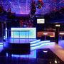 Tanzfläche mit LED Decke und Blick auf den DJ Tower