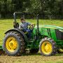 John Deere 5075M Traktor ohne Kabine (Quelle: John Deere)