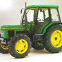 John Deere 2100 Allradtraktor made by Zetor (Quelle: John Deere)