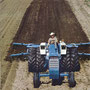 Ford 8000 Traktor mit Scheibenegge (Quelle: CNH)