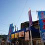 先日納品しました熊野漁協さんのノボリ旗ですが、今日の「熊野いこらい市」にて早くもお目見えしました。 各丼はお昼前には完売されたようでいいアイキャッチになってよかったです。12月暮れにも出店されるようで楽しみです♪