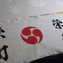 熊野市を代表する秋祭り「木本神社例大祭」がいよいよ開催。当店町内の栄町ヨイヤも乗り子たちが毎晩太鼓稽古に励んでいます。お祭り当日に使う行燈の布も相当くたびれてきていたので新調して寄贈させていただきました。