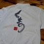 熊野商工会議所青年部こと熊野YEGさんからオーダー頂いたメンバーポロシャツあがりました。 今回は三案ほどデザインを提案しまして、ひらがな案を採用してくれました。