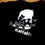 新宮市でお店を構えるクイックケア&ボディケアの「エム'アファブリー」様のスタッフTシャツです。 女の子がサロンパス?を貼ってる絵がほのぼのとしてて可愛いです♪