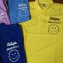熊野の学童保育でお馴染み「くまのっこ学童クラブ」さん。一昨年NPO法人あそぼらいつで新たなスタートをきっていますが、今回あそぼらいつのネームを入れた新たなスタッフポロシャツを新調いただきました。若手スタッフさんがデザインした可愛いイラストがいいですね♪イエローポロを基調に各個人いろんなカラーのポロシャツを取り揃えられました。