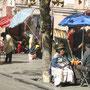 Buntes Treiben entlang der Strasse in La Paz