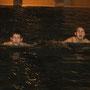 Die Jungs müssen vor d. Rollentraining noch einige Längen schwimmen - Ausdauertraining!!