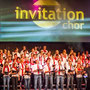 Der Invitation-Chor und Leiter Joachim Stückemann |Foto: Paul Bartos, www.paulini-design.de