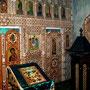 Внутреннее убранство пещерного храма. Керамический иконостас.