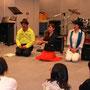 ライブ後は中学生ボーカル教室の講義。左はつげさんじゃないよ。仕掛人、青少年課課長の薮内さんです。