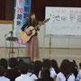 5月7日、貝塚市立木島小学校で小1対象に歌謡教室開催。