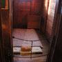 旧牢屋。実際に脱獄がこの部屋からあったそうで、床も厚くするなど工夫の跡が見られます。