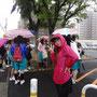 あいにくの雨の中でしたが、市民の方々と元気に歩きました。