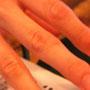 美しい指に、ハサミダコが、、、。