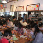 5月3日 午後2時過ぎには受講生とカフェのお客さんでholo holoは超満員!