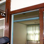 宿泊棟の部屋の入り口にはクラスの名前が。。。「反省室」というのもあるそうです。