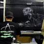 Malerei und Airbrush auf einem Auto mit Totenköpfe