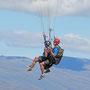 Blick auf Gleitschirm Mitflug vom Bob`s Peak auf Queenstown