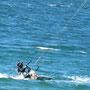 Foilkiten auf kleinem Bord nahe Palmer Bay - Einfahrt zum Port Wellington
