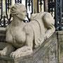 Sphinx an der Treppe zum Haupteingang