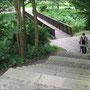 Treppe zwischen Vorburg und Hauptburg.