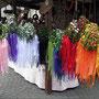 Blumenkränze : ein Haarreif der mit Blumen und bunten Bändern geschmückt war.