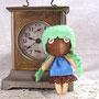 古い時計の前で002番ちゃんの記念撮影。この時計は時々歌うんだって。
