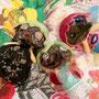 マスクは玉虫色の光るブラウンのビニールっぽい素材。かっこかわいい!