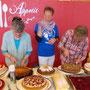 Frau Gaugler und Frau Langer hat auch spende Kuchen