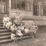 Neuhof - Jauna Muiza, Livland, Lettland (1926), familie von Kori mit Kindern der Familie Vietinghof