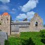 Ruine Burg Segewold - Sigulda, Livland, Lettland (2016), mit Ordenskreuz über rechtem Fenster