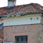 Hilff - Gile, Ostpreussen - Polen (2016) mit Initialen (vermutl. der Familie Bieler) und Jahreszahl der Erbauung des Hauses - 1916