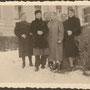 Gertlack, Kapsitten - (-), Jagodnoje, Ostpreußen - Russland, Kaliningrad (1943), Privataufnahme, Eltern vor dem Herrenhaus besuchen ihre Kinder im Kinderlandverschickungsprogramm KLV